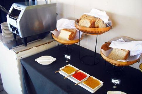 máy nướng bành mỳ sử dụng trong buổi tiệc