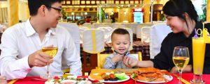 Ghế trẻ em trong nhà hàng