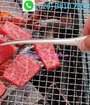 Kẹp gắp dùng để nướng thịt