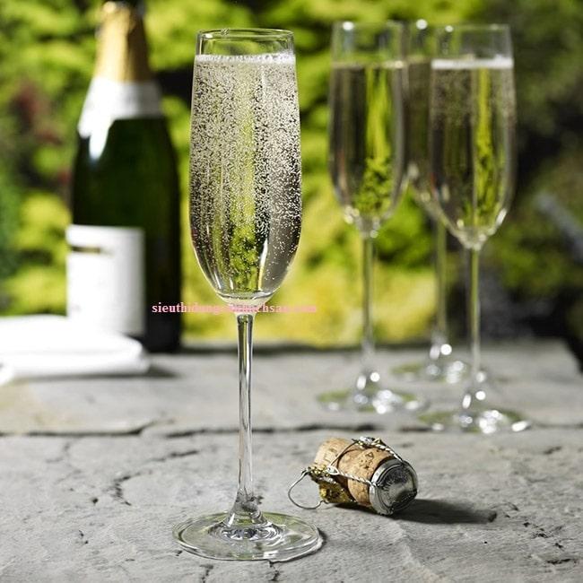 Ly uống rượu champagne