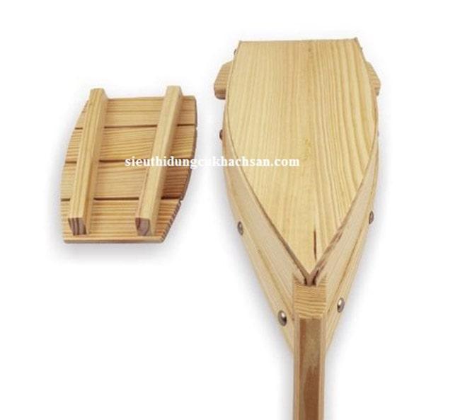 Đáy thuyền gỗ trưng bày buffet