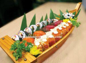 Thuyền gỗ trang trí buffet