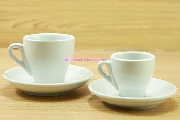 Tách sứ uống cà phê espresso
